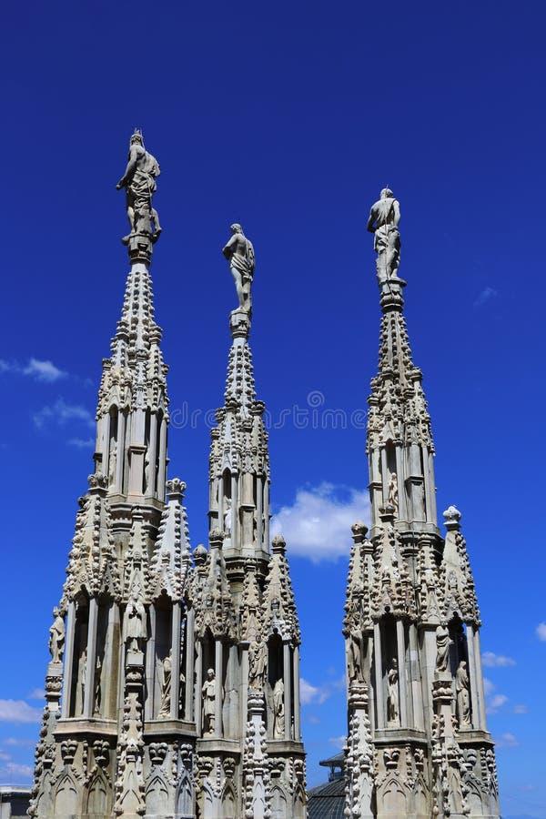 在天空的3个雕象 库存照片
