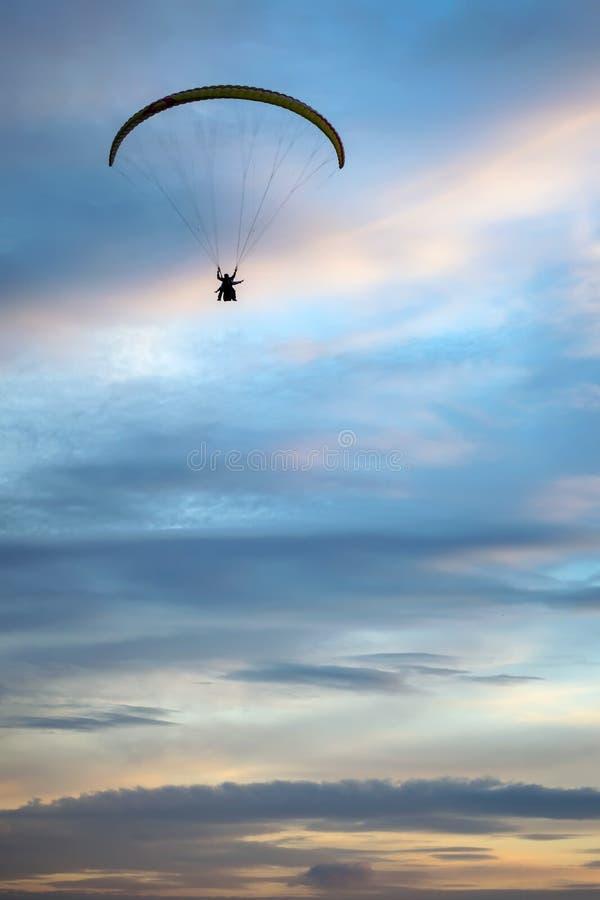 在天空的Paraplane 免版税图库摄影