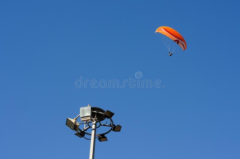 在天空蔚蓝的Paroplan 免版税库存图片