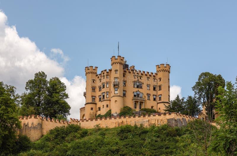 在天空蔚蓝背景的霍恩施万高城堡,巴伐利亚,德国 免版税图库摄影