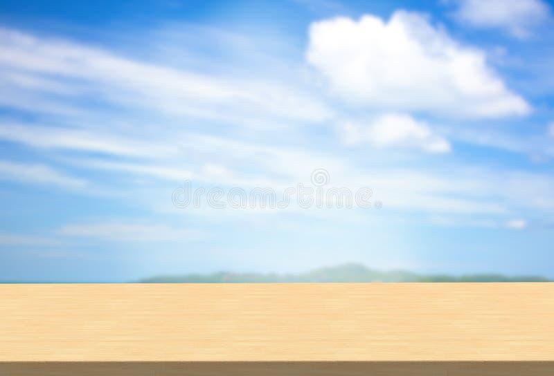 在天空风景背景的层压制品的台式 库存图片