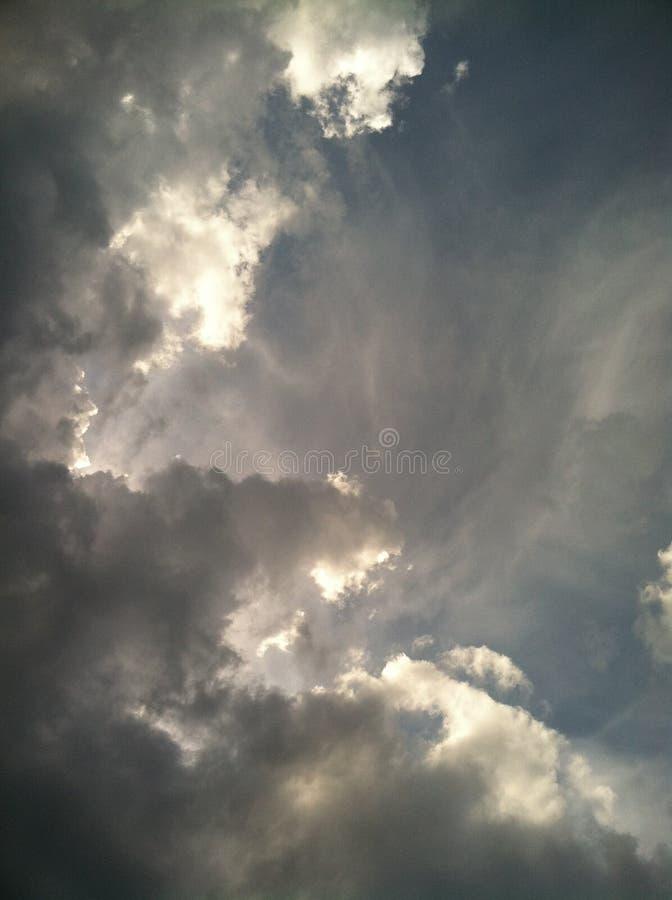 在天空cielo azúl en la atardecer的美丽的蓝色云彩 库存照片