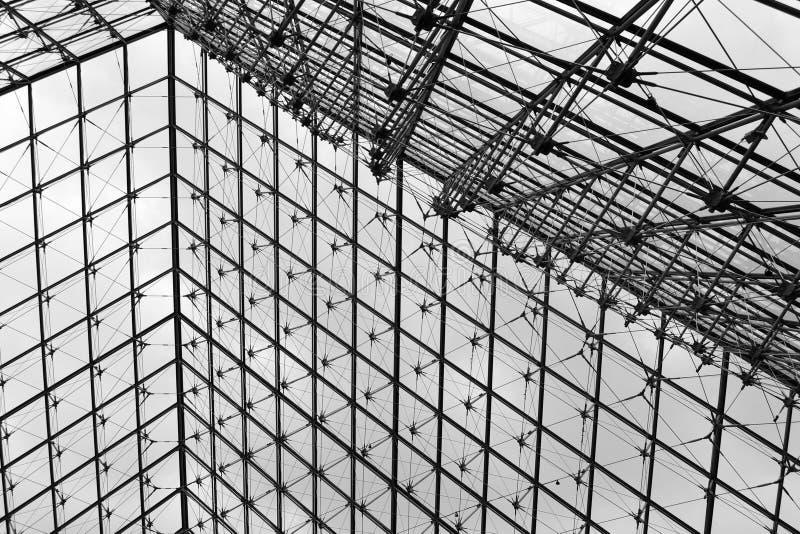 Download 在天窗的玻璃金字塔 编辑类库存图片. 图片 包括有 建筑师, 现代, 玻璃, 艺术, 著名, 博物馆, 电汇 - 30327954