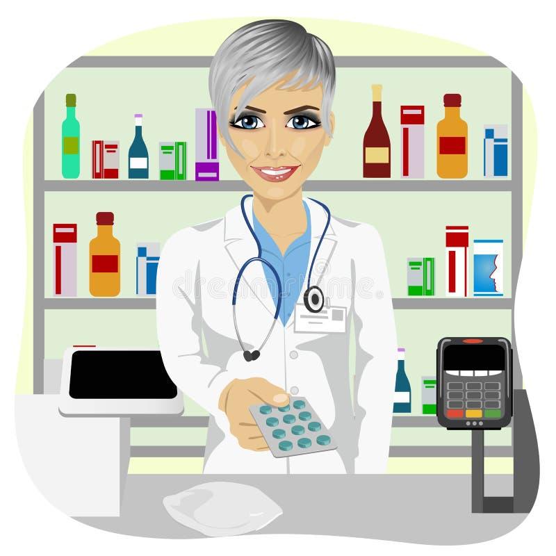 给在天线罩包装的女性药剂师药片站立在疗程前面的一个药房在陈列室 库存例证