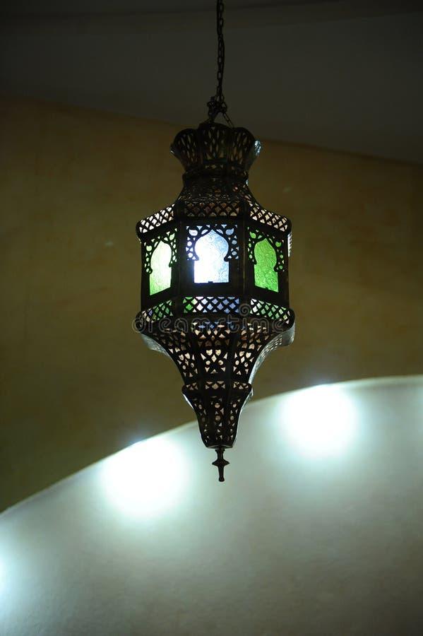 在天花板的彩色玻璃灯 免版税库存图片