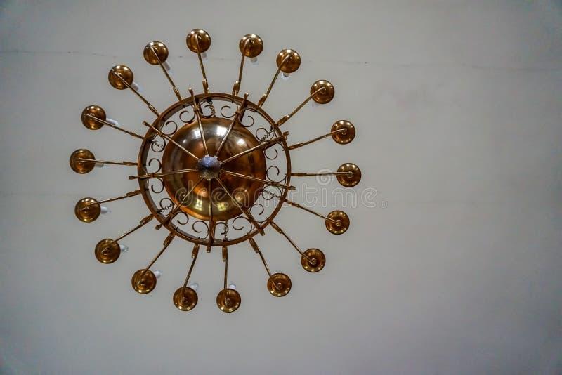 在天花板的枝形吊灯在Koknese教会里  图库摄影