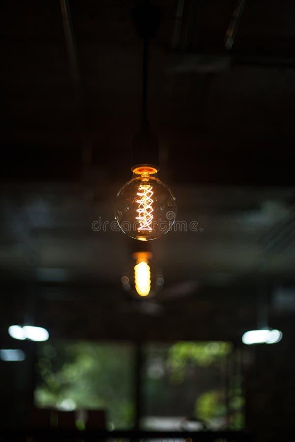 在天花板的电灯泡 免版税库存照片