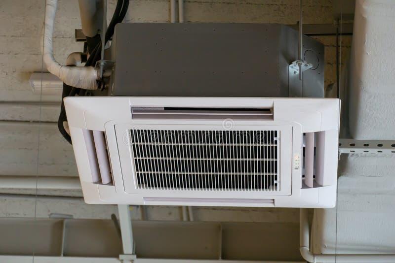 在天花板的空调系统 库存照片