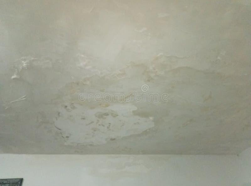 在天花板的降雨雪,建筑瑕疵 库存图片