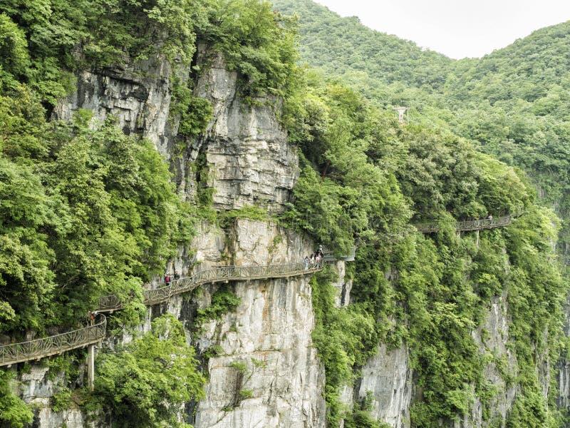 在天门山的扣人心弦走道,在Zhangjiagie,湖南,中国,亚洲的天堂` s门 图库摄影
