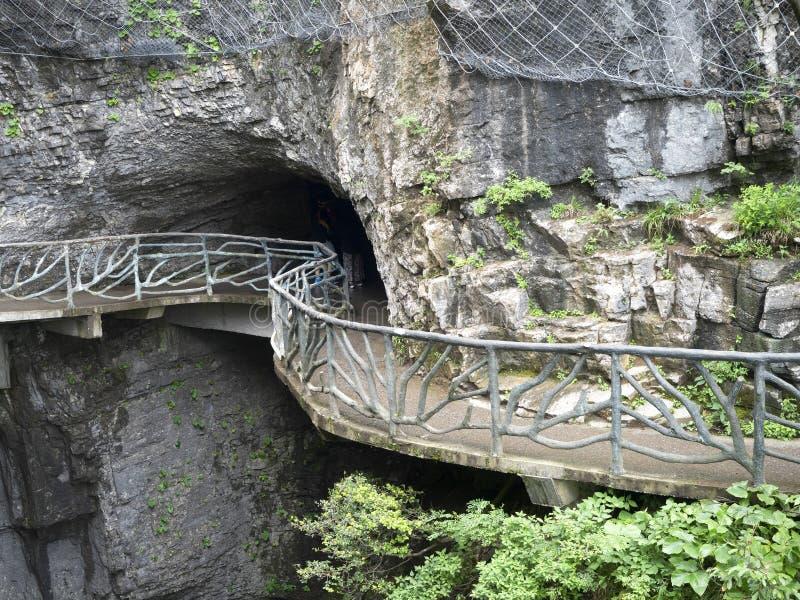 在天门山的扣人心弦走道,在Zhangjiagie,湖南,中国,亚洲的天堂` s门 免版税图库摄影