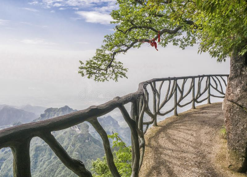在天门山的扣人心弦走道,在Zhangjiagie,湖南,中国,亚洲的天堂` s门 库存照片