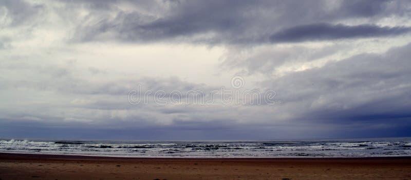 在天际特兰斯凯海滩的暴风云 库存照片