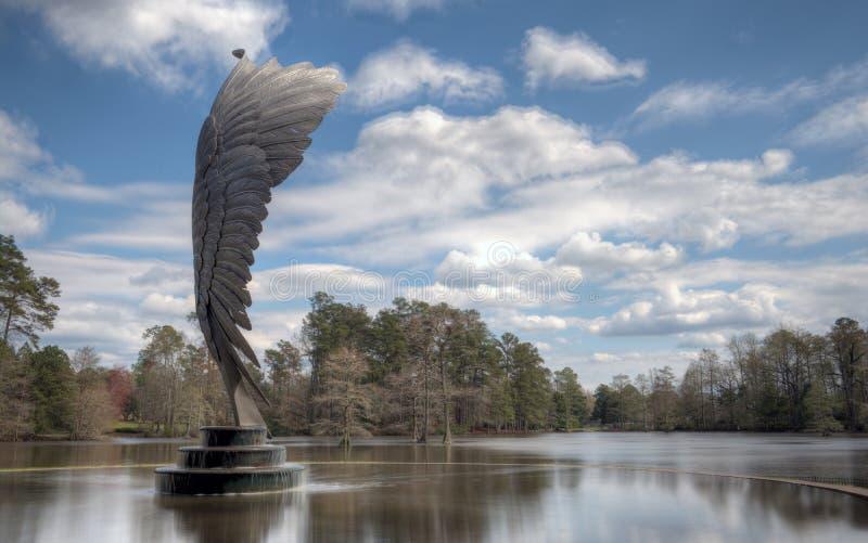 在天鹅湖, Sumter南卡罗来纳的翼雕象 库存照片