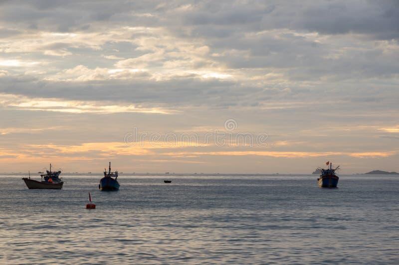 在太平洋海的渔船  库存图片