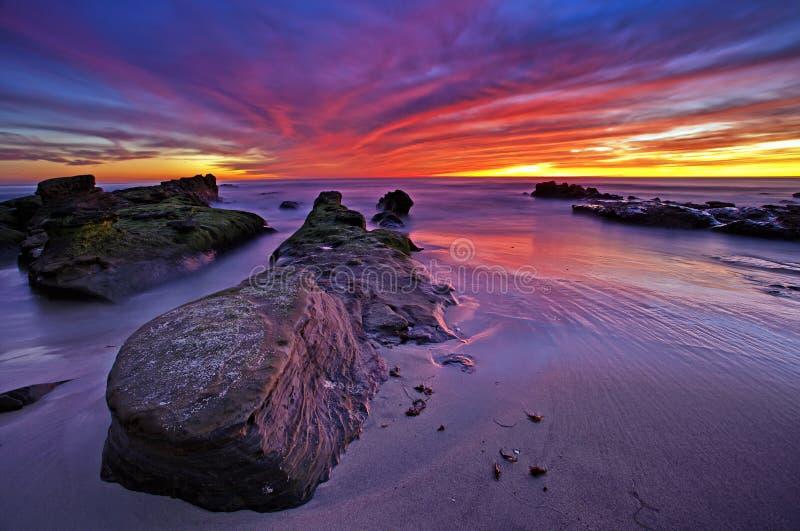 在太平洋的五颜六色的日落, Windansea海滩,拉霍亚 库存图片