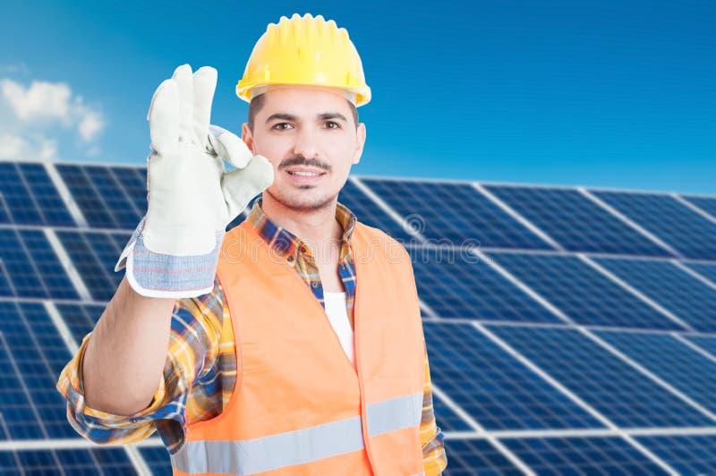 在太阳发电器的愉快的建设者 库存图片