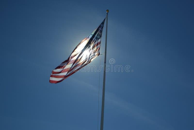 在太阳的美国国旗 库存图片