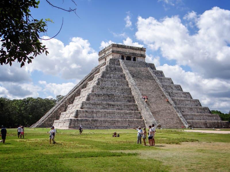 在奇琴伊察,古老玛雅废墟的El卡斯蒂略金字塔尤卡坦半岛墨西哥 免版税库存图片