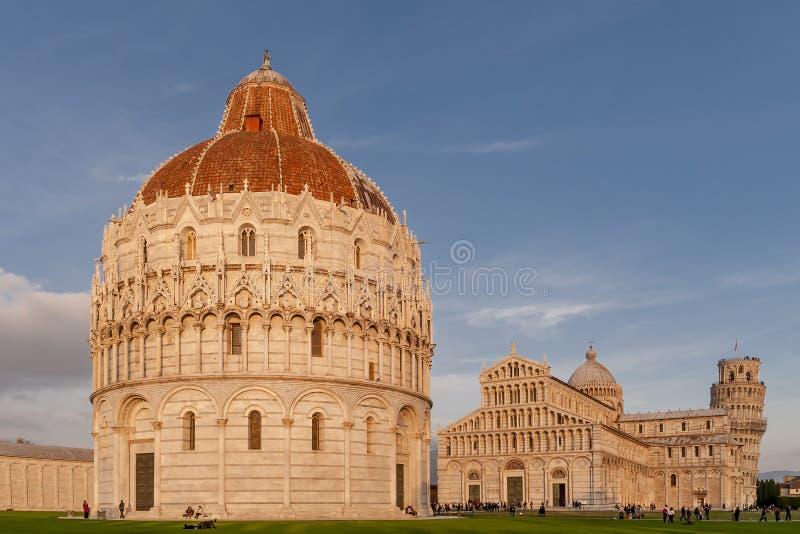 在奇迹的领域,比萨,托斯卡纳,意大利的日落光 免版税库存照片