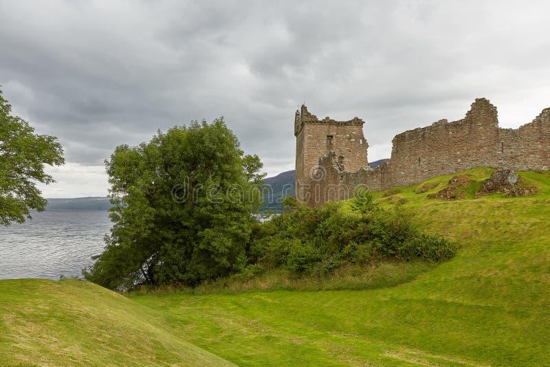 在奈斯湖,苏格兰岸的厄夸特城堡  免版税库存照片
