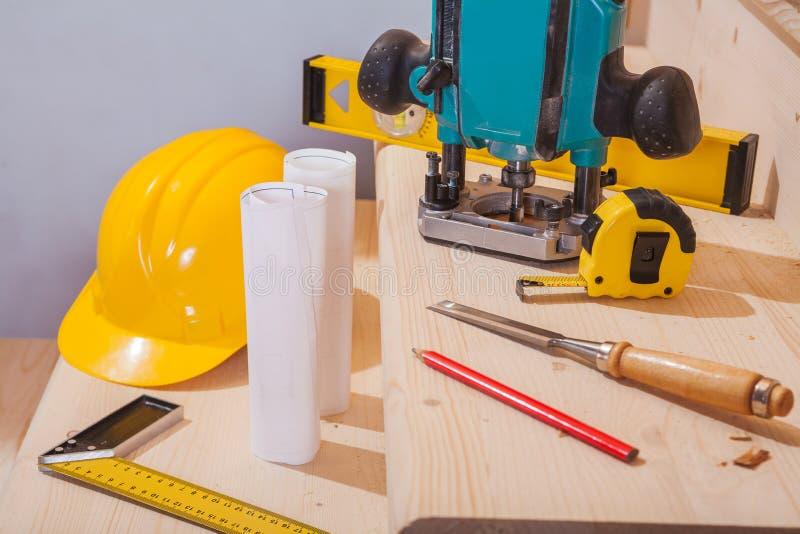 在套的看法在步的木匠业工具木梯子 库存照片