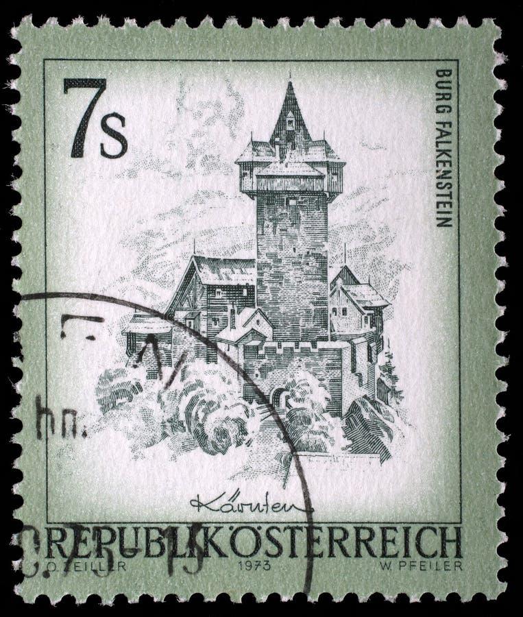 在奥地利打印的邮票显示城镇Falkenstein 库存照片