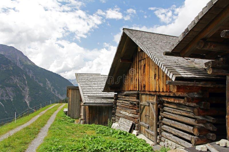 在奥地利的山的老农舍 免版税图库摄影