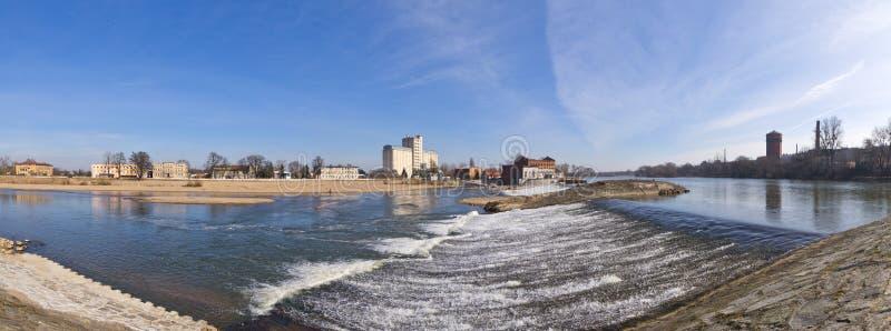 在奥得河的瀑布在布热格,波兰 免版税库存照片