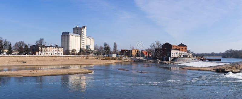 在奥得河的瀑布在布热格,波兰 免版税库存图片