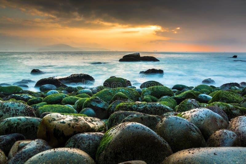 在女王海滩的美好的日出在Quy Nhon,Binh Dinh,越南 库存图片
