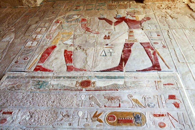 在女王Hatshepsut寺庙帝王谷卢克索埃及的壁画 免版税库存照片
