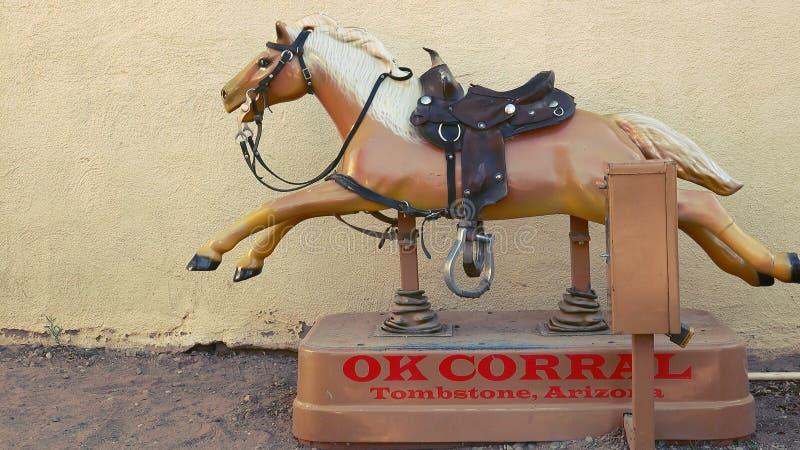 在好畜栏的投入硬币后自动操作的马乘驾墓碑的,亚利桑那 库存图片