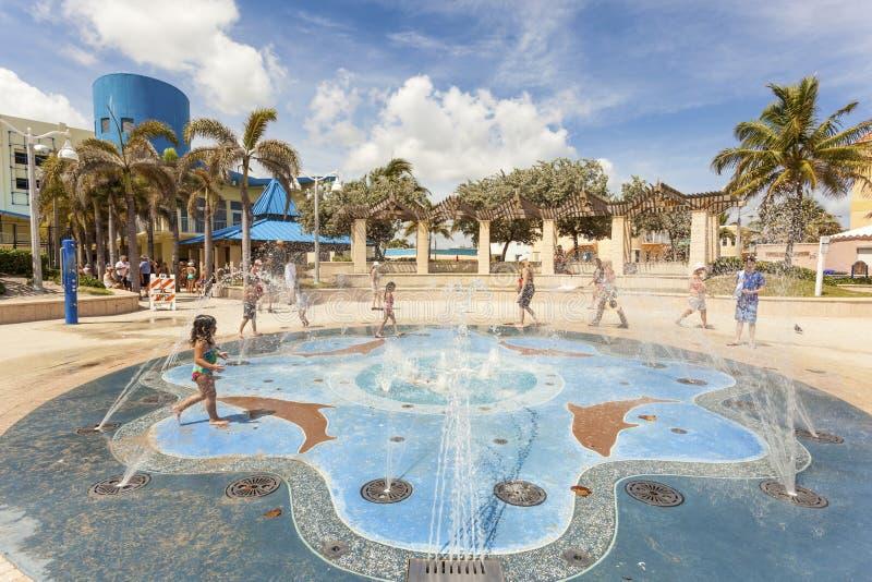 在好莱坞海滩,佛罗里达的喷泉 免版税图库摄影