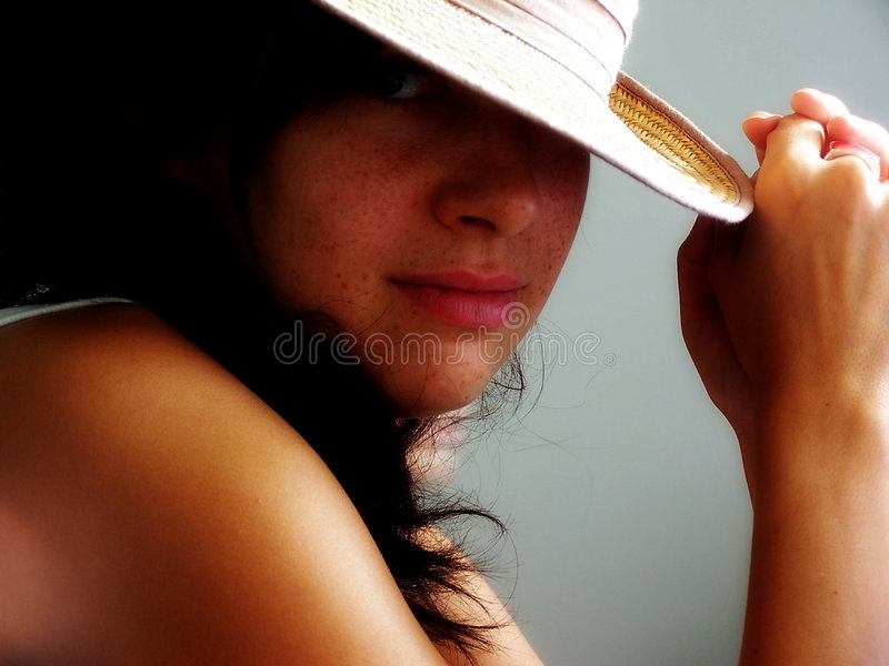 在妇女之下的帽子 库存图片