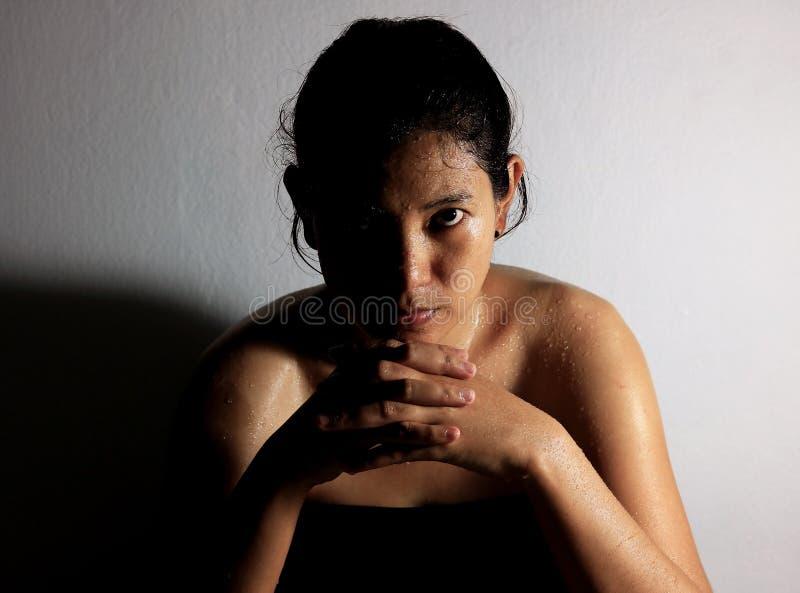 在妇女的身体的汗水 库存图片