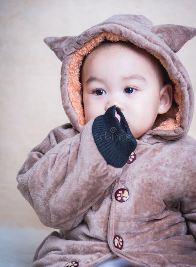 在妖怪夹克的男婴孩子 库存照片