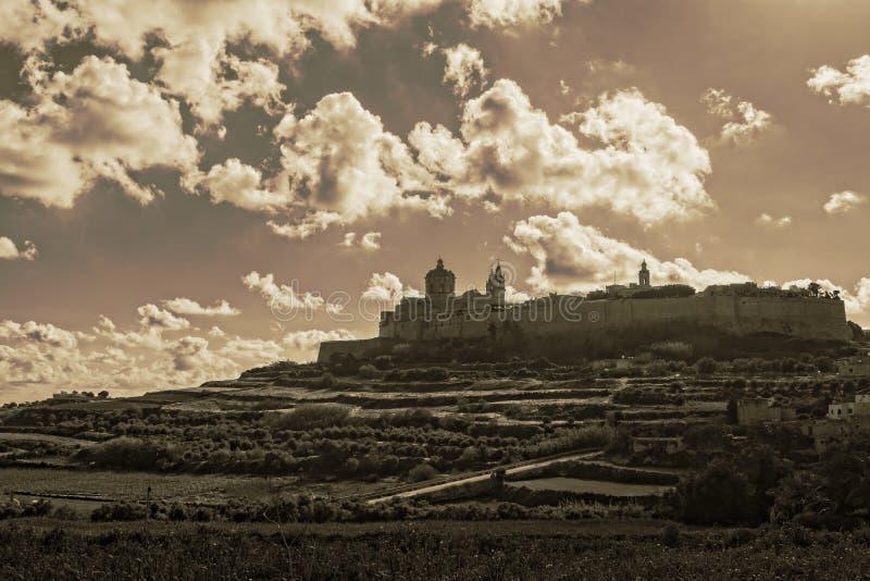 在姆迪纳,马耳他沈默的云彩  库存照片