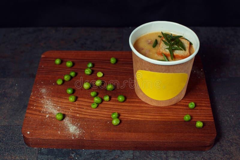 在委员会的浓豌豆汤 库存照片