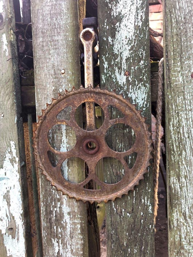 在委员会的生锈的齿轮 免版税库存图片