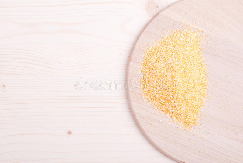 在委员会的粗暴玉米渣节食食物 库存照片
