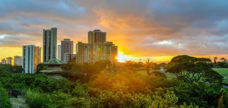在威基基,奥阿胡岛,夏威夷的日落 库存图片