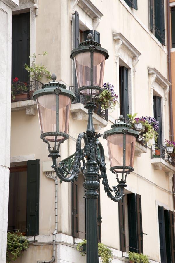在威尼斯正方形的路灯柱  免版税库存图片