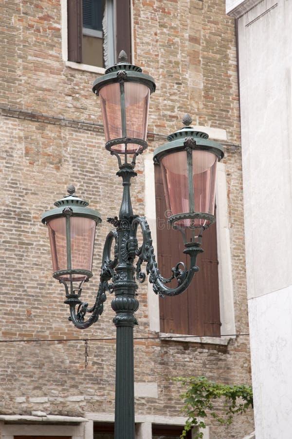 在威尼斯正方形的路灯柱  图库摄影