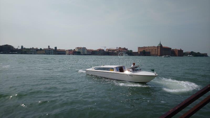 在威尼斯的小船 库存图片