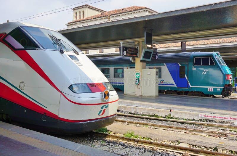 在威尼斯驻地的意大利高速火车 库存照片