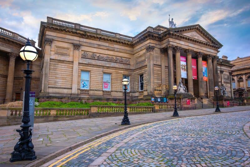 在威廉布朗街的步行者美术馆在利物浦,英国 库存照片