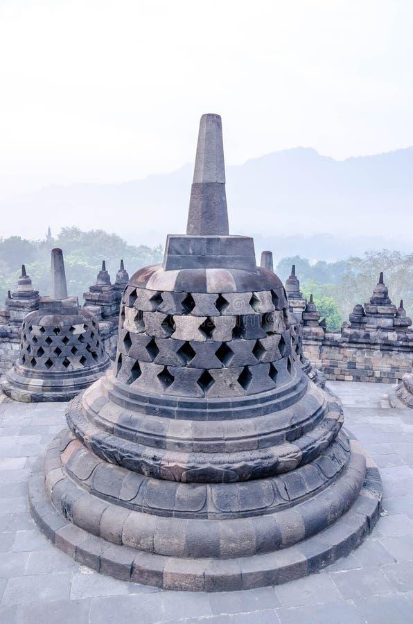 在婆罗浮屠寺庙,日惹, Java,印度尼西亚的日出 免版税库存照片