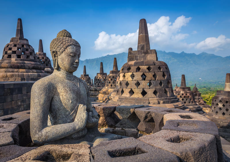 在婆罗浮屠寺庙, Java海岛,印度尼西亚的菩萨雕象 库存图片