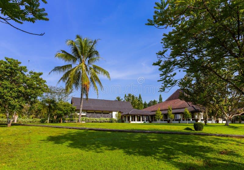 在婆罗浮屠Buddist寺庙附近的公园在海岛Java印度尼西亚 免版税图库摄影